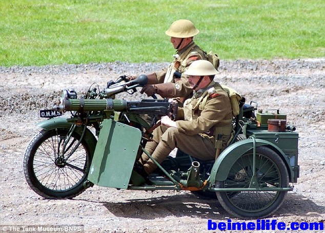 29BAF5FA00000578-3129593-Recreation_Two_men_operating_the_Matchless_motorbike_du.jpg
