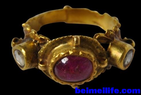 South_Indian_Gold_Ring_4_-490x329.jpg